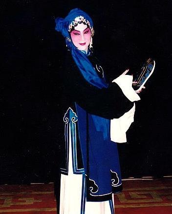 著名京剧歌手顾正秋21日在台北因病去世,享年87岁。