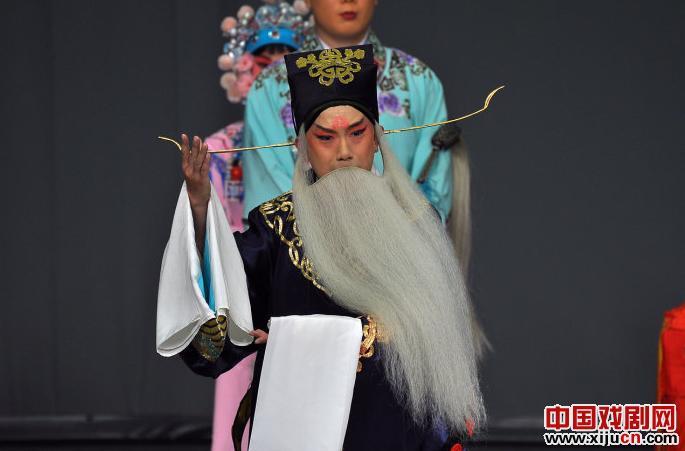北京青年京剧团联合演出京剧《龙凤盛世》