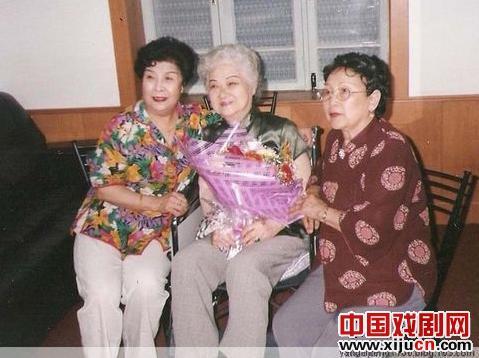 辛翠霞的原名是李毓芳,她的艺名是小翠霞