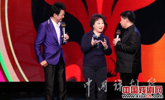"""著名民谣评论家顾文悦和他的徒弟王丽京应邀到""""田桓Xi地""""介绍新民谣评论家艺术"""