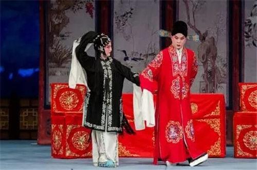 天津平剧白排剧团最近的剧目——传统的大戏味道醇厚,经典的改编重新绽放。