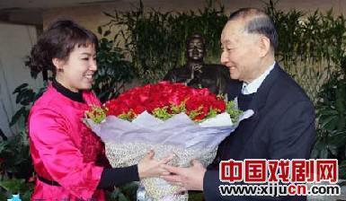 天津京剧院的年轻演员曹馨月以梅宝九为老师。