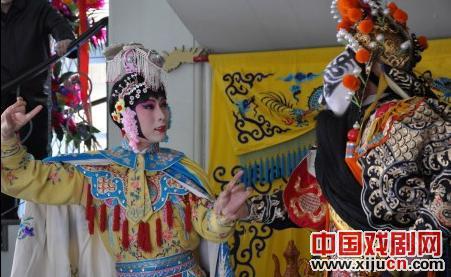 李玉刚和何赛飞演京剧《母子》