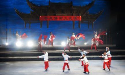 大型原创儿童现代京剧《儿童之声》向观众呼喊。