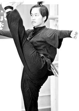 """台湾戏剧学院的女老学生廖贾妮再次在中国戏剧学院""""停留""""。"""