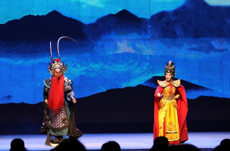 晋剧《雄关夫人》在太原梅兰芳剧院演出