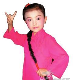 八岁的张力文赢得了许多奖项。