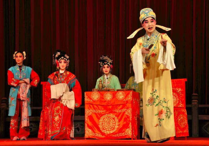 唐山市丰润区评剧团于9月25日演出了《雨荷桥》。
