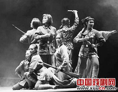 """黑龙江平剧剧院应该""""站起来,站稳"""""""