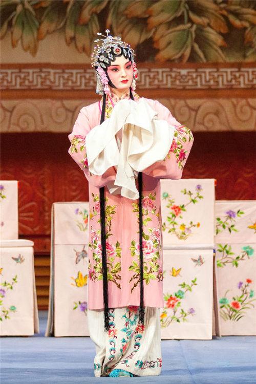 平剧《珍珠衬衫》的青年版于29日在中国大剧院上演。