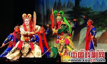 谁说年轻人不喜欢看京剧?谁说南方人不懂京剧?