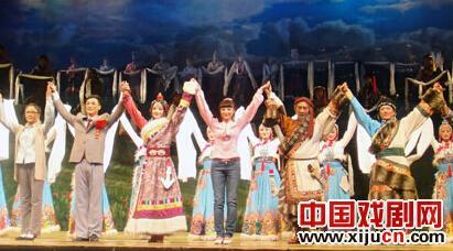 京剧青年版《草原曼巴》充分发挥了京剧丰富的表现力。