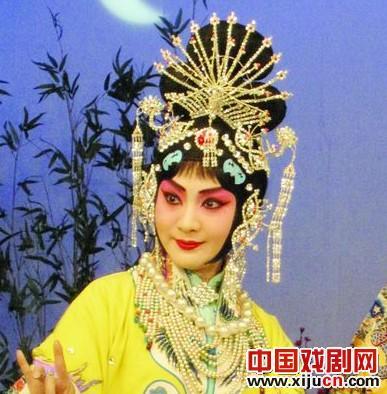 """年轻京剧演员""""迷人的春天""""邀请赛:官方书籍《太真实了,不能错过》赵军的展示"""