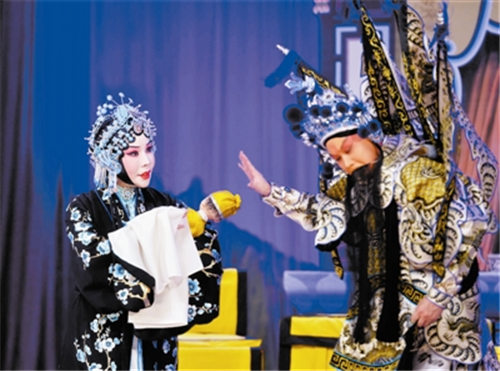 赵秀君、张克和石晓亮主演了京剧《恨楚宫》