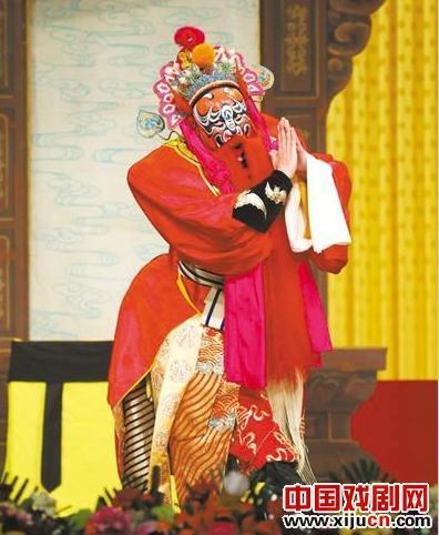 京剧青年研究班具有优秀的歌唱、阅读和写作技能。