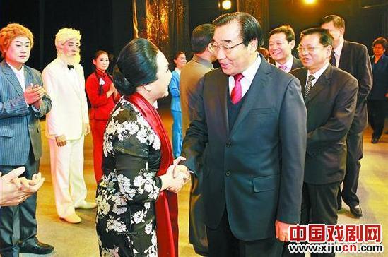大型现代歌谣《宋庆龄与新中国》在石家庄人民大会堂演出。