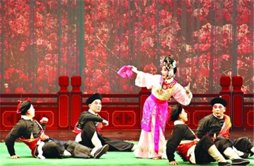 """武汉京剧院的年轻演员们带来了一场名为""""一代一代传火,名师传艺""""的特别演出"""