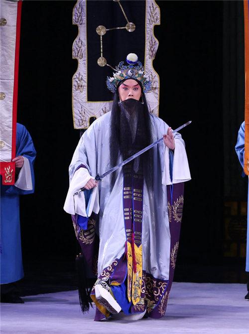 谷亮在京剧《借东风》中扮演诸葛亮