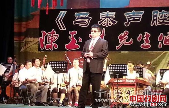 陈玉林,一个有残疾和坚强意志的盲人,通过唱民谣来描写美好的生活。