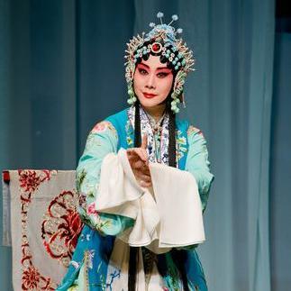 2012年,国家美术学院表演了京剧《汉玉娘》