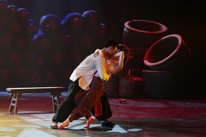 新晋戏剧《红高粱》将在邯郸大剧院上演。10元的低价低收入市民将免费获得门票。
