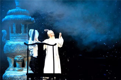 1月26日和27日,谢涛出演了经典金剧《傅山进京》,再现了少年宫表演艺术中心。
