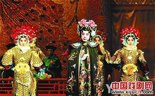 京剧演员们返老还童,开始拯救自己。