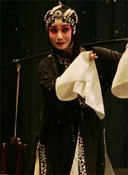5月9日,天津电视台播出了评论剧《李三娘》