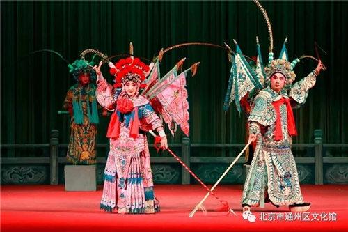 北京市通州区文化中心在评论话剧《樊梨花三邀请》时,免费赠送了该剧的门票。