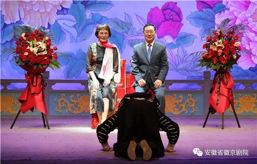 著名京剧演员于万增先生接受安徽徽剧院杰出青年演员尹航