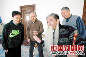 传统京剧《五盆集》的主角精心排练。