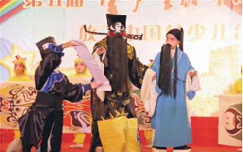 """12岁的南通京剧""""十大投票人""""张剑锋被上海戏剧学院附属戏剧学院录取为正式学生。"""