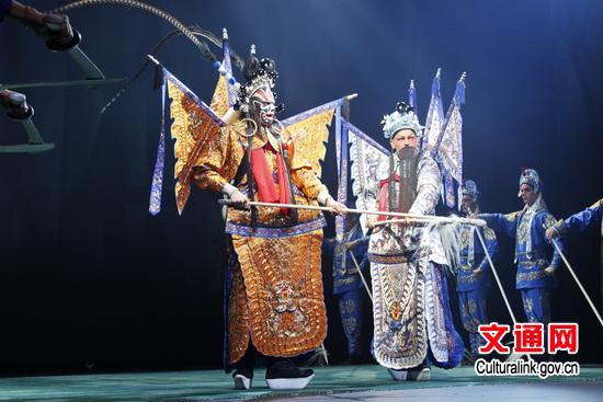 这位芬兰演员在京剧《最后的武士》中扮演主角