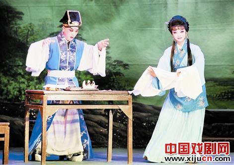天津平剧剧院在金剧移植排练的基础上上演了平剧《梨花情》