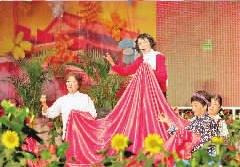 粉丝们把红岩的《绣红旗》改编成京剧