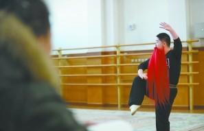 京剧的学生越来越少,学生的素质逐年下降。