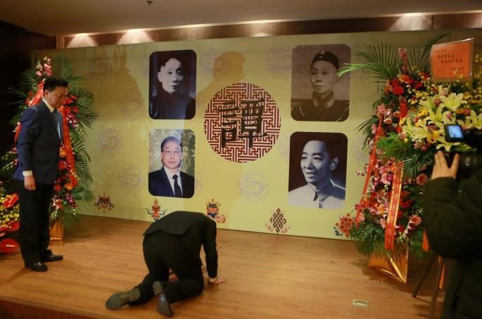 谭孝曾先生接受吴香军辅导仪式