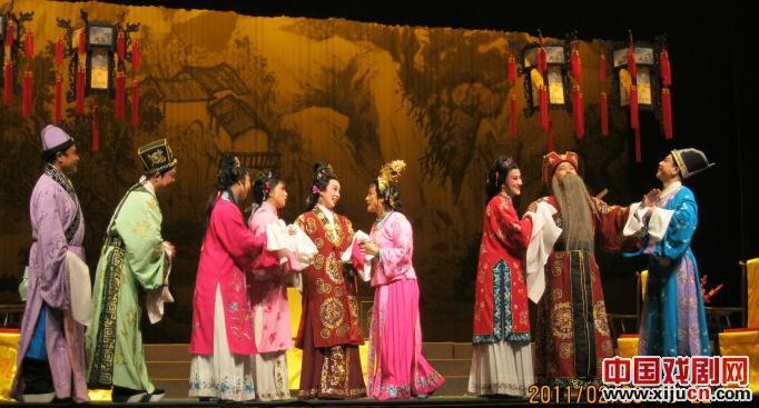 平剧《五个女人庆祝生日》非常有影响力。