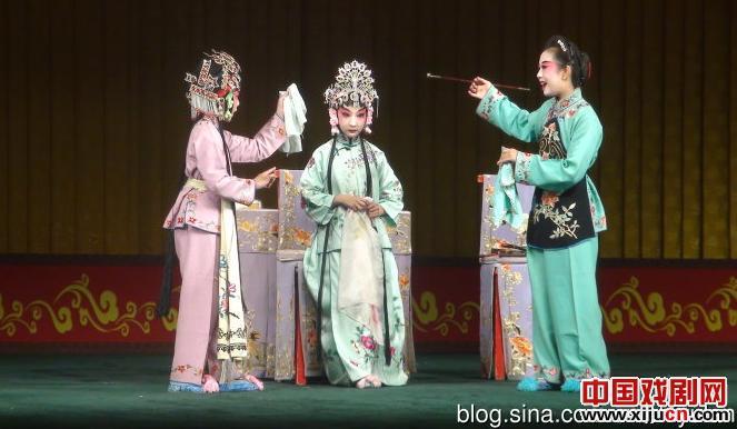 北方戏剧学校庆祝鞠萍班学生的特别表演让观众们放声大哭。