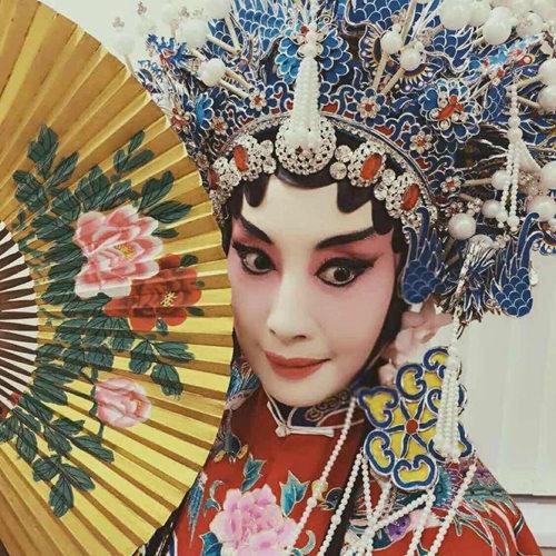 孙平:我是京剧学生。