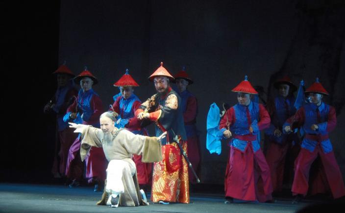 太原晋剧艺术研究在太原尖草坪区文化活动中心表演晋剧《布于成龙》