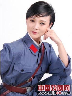 楚蓝蓝发行首张红歌专辑《歌唱红军》