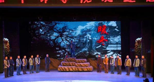 新晋话剧《暖冬》中的西洋表演引起了强烈反响。