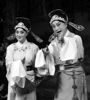 李胜素和叶派的《小一号》蒋岐狐联袂主演了《刘银基》
