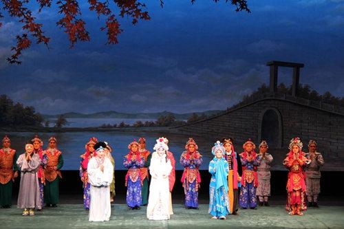 """国家京剧剧院在东京举行了首次""""白蛇""""日本巡回演出"""