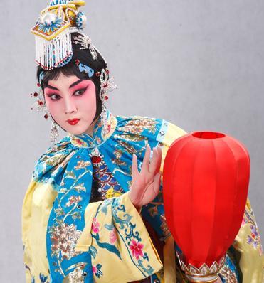 """梅兰芳大剧院在""""五一""""演出季上演京剧《霸王别姬》和《花枪》。"""