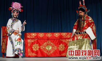 几代清华人举行京剧表演庆祝母校102周年