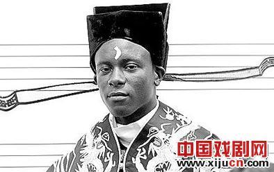 美国15岁的黑人表演中国京剧