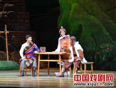 大型现代京剧《草原曼巴》在上海逸夫舞台首演。