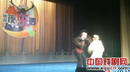 《晚间新闻·乐透》首次京剧表演